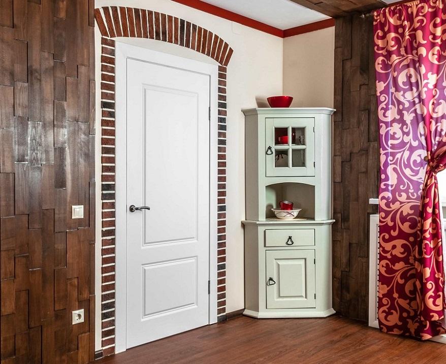 деревянные двери из массива сосны