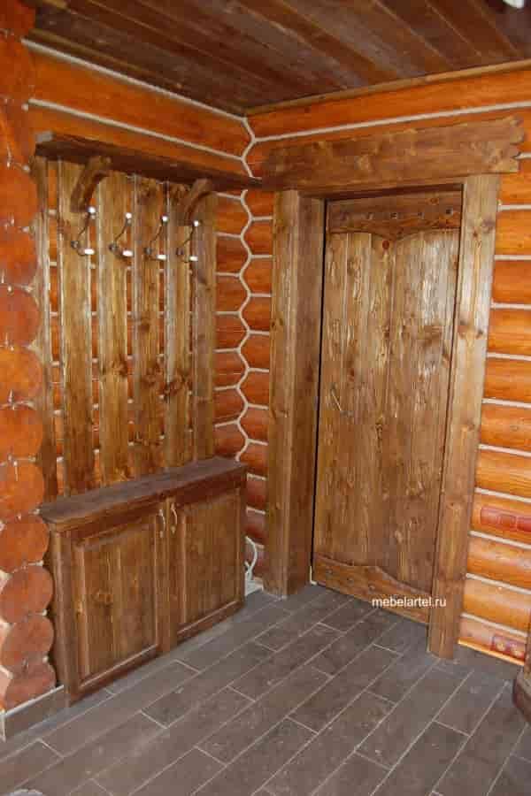Деревянная дверь из массива сосны