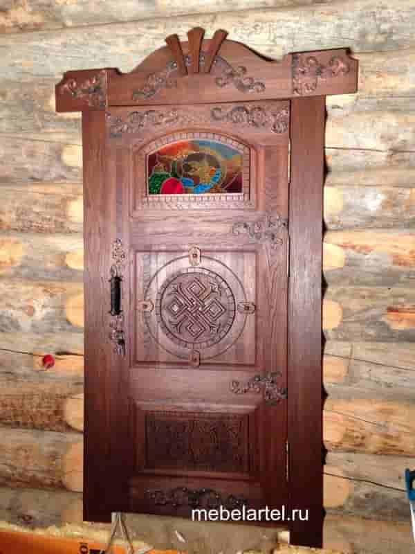 Дубовая дверь с элементами ручной резьбы со стеклом