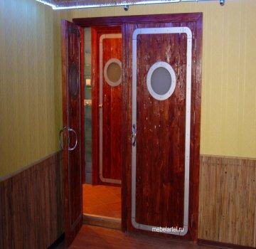 Двустворчатые двери из массива