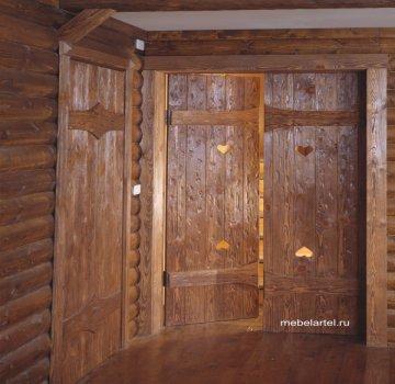 Двустворчатая дверь из массива сосны