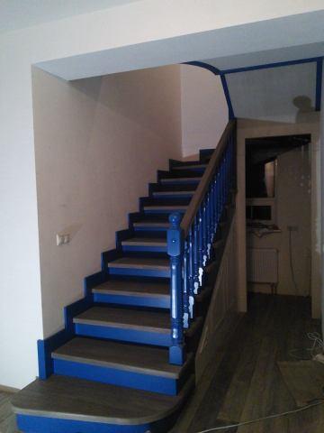 Лестница с крашенными элементами