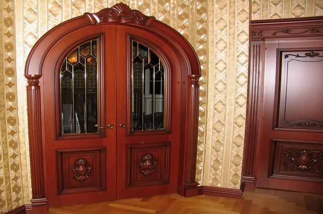 арочная дверь деревянная